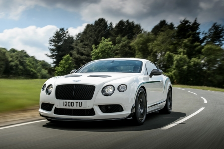 Developing 572 bhp and 700Nm of torque, together with a 100 kg weight reduction and shorter gearing, the Continental GT3-R is the fastest-accelerating Bentley ever. Capable of reaching 100 km/h from a standstill in just 3.8 seconds, the GT3-R is a Grand Tourer with the performance of a racer.