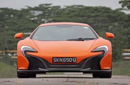 Now bear with me - a mere mortal like me can never own one even if I flash a bag of real cash to McLaren, as all 375 limited units that were produced were already spoken for. Maybe, just maybe, with the help of a certain Mr Lim, I could get unit number 376. But then again, maybe not; as it's a left hand drive, it would be too troublesome to fly to and from Europe when you feel like just having a blast. Or maybe if I'd be 'bros' with the said royalty, he would let me park mine in his garage. And I would only drive 200 kilometers in it a year as I want to keep it in the most immaculate condition. My preciousssss…
