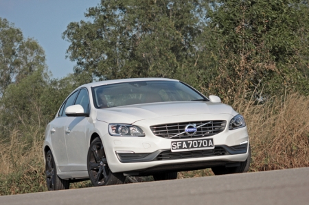 Which is a little unfortunate for other brands, to be sidelined by silly Singaporeans who are more brand-conscious than value-conscious; because, if they are really value-conscious, Volvo's S60 would definitely spring to mind first. And why so? Very simply, this Swede offers so much for not so much moolah.