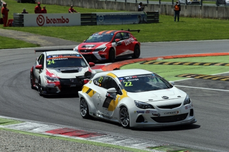 An exciting newcomer to the world motor racing stage, the TCR International Series is for production touring cars, bringing major manufacturers such as Ford, Honda, Opel, Seat and Volkswagen together in a keenly-contested 11-round global series.