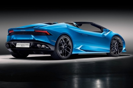 Although shaded in terms of drama by the theatrics of the folding roof, the heart of the Huracan Spyder is still a highlight. The naturally aspirated 5.2-litre V10 is carried over unchanged from the Coupe, producing 610hp and 560Nm of torque. Although top speed is still the same at 324km/h, the extra weight brought on by the need to stiffen the chassis drops the 0-100km/h time from 3.2 to 3.4 seconds. Not exactly what you'd call a slouch, mind.