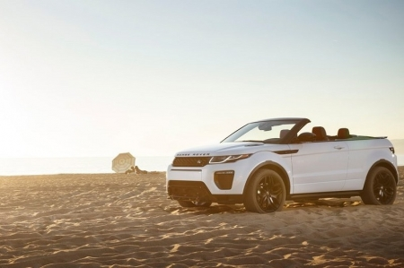 Moreover, most Evoque buyers are new to the brand and looking for a posh status symbol. Unlike previous SUV convertibles, the Evoque Convertible does not disappoint in this regard as it looks the business with the same handsome design as before, but kerb appeal is now boosted by optional LED headlights as well as front and rear fascias that are redesigned for 2016. The folding soft-top can also be operated at speeds of up to 48 km/h for maximum visual kudos, and can fold itself in just 18 seconds.