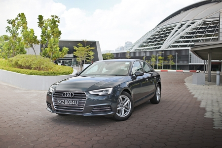 Based on Audi's new MLB-Evo platform (first found in the new Q7), the new A4 is as much as 120kg lighter than the outgoing model. Although it really does not look it, the car has also grown in size, 25 mm longer and 16 mm wider to be precise. The model we tested is the Design trim which comes with extra chrome trimmings and the sportier 17-inch alloy wheels.
