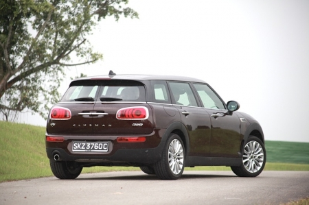 Anyway out on the expressway, the Clubman behaves in a very gentlemanly manner with the engine spinning below 2,500 rpm at 100 km/h – which means engine noise is barely intruding. Heck, Mini's engineers also ensured wind noise is kept to the barest minimal, making themselves heard only near three-figures region. Somehow this compliments the style as well – style and refinement rarely come hand in hand for cars below $150k.