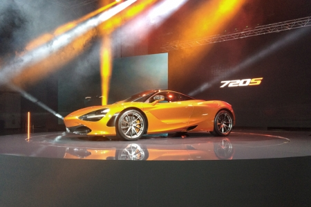 Besides the attention-grabbing exterior, the other key point of the 720S is the new M480T engine. The 4.0-litre engine, which has 41 percent new parts (namely piston, crankcase and turbochargers) content compared to the 3.8-litre engine, generates 710 bhp (720 PS) and 770 Nm of torque. Paired to a 7-speed SSG dual-clutch 'box, standstill to 100 km/h takes 2.9 seconds; 0-200 km/h is executed in 7.8 seconds. The car's maximum speed is rated at 341 km/h.