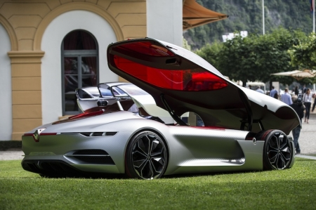 And yesterday, the Jury of the Concorso d'Eleganza Villa d'Este, presented the award for the Most Beautiful Concept Car of the Year to Laurens van den Acker, Groupe Renault's Senior Vice President of Corporate Design, for the TreZor concept.