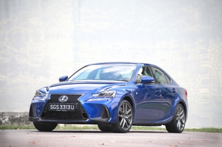 For its face, the 2017 Lexus IS 200t F-Sport test car here had been given a slightly aggressive twist: Tweaked headlamps, a new honeycomb spindle grill and larger air intakes on the lower part of the front bumper (which also saw the deletion of the foglamps).