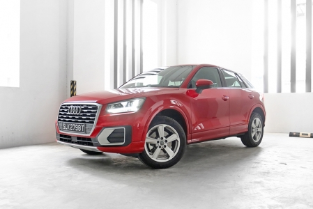 But while the looks might be a bit subjective, the quality definitely isn't. I've always marvelled at Audi interiors and the Q2 is no exception. Aside form the premium materials, what you'll find standard on the 1.4 TFSI Sport are progressive steering, paddle shifters, dual-zone climate control and MMI Navigation with a 7.0-inch screen and a nice audio system. There are even some new matte-yet-metallic trimmings that I'm seeing for the first time too.