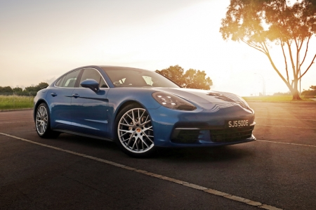 Let's manage some expectations first - you're never going to get a car that looks like a 911, as this is a 4-door sedan. So for now, this is as good as it gets. Well maybe the newly launched Sport Tourismo is better. But for a sedan, this works nicely.
