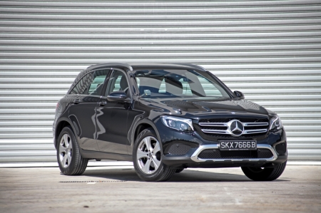 So today with us is its quietly introduced entry-level variant, the GLC 200. And since price is an important factor in helping you decide, it comes with a price tag of $228k with COE; nearest competitors, namely the X3 xDrive30i, Q5 2.0 TFSI quattro, XC 60 T5 and F-Pace 2.0 Prestige are priced at $259k, $239k, $230k and $251k — with COE — respectively. Sounds like a bargain Mercedes-Benz which, at this point, should tempt you.
