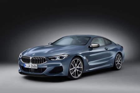 The exterior design shows BMW's new styling language focusing on clarity, modernity and emotional engagement; a clear link to the BMW Concept 8 Series first unveiled at the Concorso d'Eleganza Villa d'Este in 2017. With exterior dimensions of 4,843 mm in length, 1,902 mm in width, 1,341 mm in height and a wheelbase of 2,822 mm, the two-door coupé definitely has presence on the roads. Additionally, the side view is dominated by dramatic surfaces: Whilst they curve inwards on the far side of the front wheels, they bulge outwards again in a real display of power above the rear wheels. The glass area tapers at the rear, accentuating the muscular shoulderline, while the side window graphic ends in a very tightly-angled version of the famous Hofmeister kink.