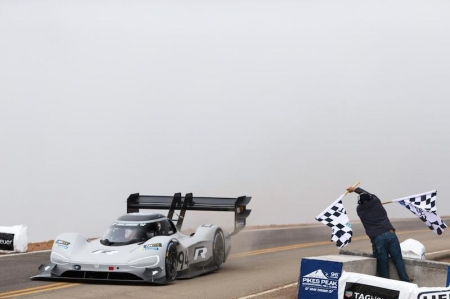 In doing so, he not only broke the previous record for electric vehicles, but also bettered Sébastien Loeb's all-time record from 2013 – by a full 16 seconds. Dumas' new record of 7m 57.148s minutes is now top of the list of Pikes Peak champions, which includes such acclaimed drivers as Loeb, Walter Röhrl , Michèle Mouton, Stig Blomqvist, Nobuhiro Tajima and also Rod Millen and his son Rhys.
