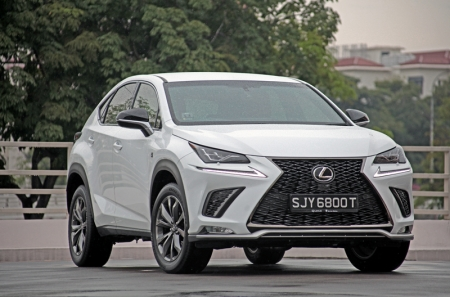 For 2018, the turbocharged NX – the other being the hybrid variant – gets a new identity. Previously called the NX 200t, it is now officially known as the NX 300.