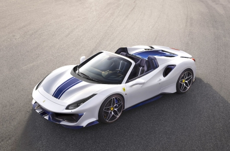 The 488 Pista Spider sets a new benchmark for Ferrari, for spider performance, made possible thanks to the adoption of the most powerful Ferrari V8 engine ever which was recently named Best Engine in the World for the third consecutive year at the 2018 International Engine of the Year awards. The 3,902 cc twin-turbo V8 unleashes 710 bhp @ 8,000 rpm/770 Nm @ 3,000 rpm and combines that power with increasing torque at all engine speeds for continuous and unending acceleration all the way to the redline. Standstill to 100 km/h takes 2.85 seconds, while 0-200 km/h needs only 8 seconds; maximum speed is rated at 340 km/h.