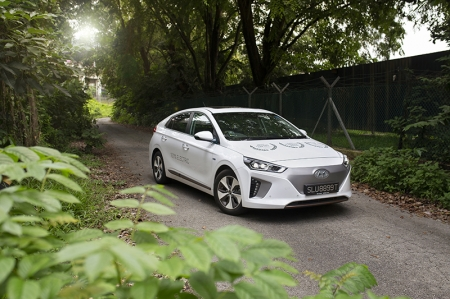 In place of the Ioniq Hybrid's 1.6-litre petrol engine and electric motor combination, you'll find a single 88kW electric motor residing in the Ioniq Electric's engine bay. This means 118 bhp and 295 Nm of instantaneous torque, and with a 28 kWh battery, this translates into a 280 km range that should be sufficient for a good three to four days of commuting.