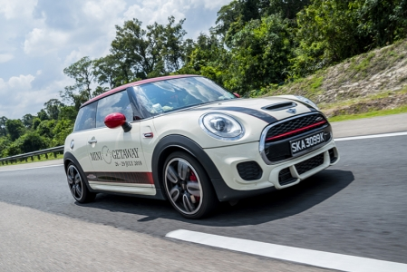 This was the fourth year in a row that MINI had organised this for its owners. The trip started with customers meeting at MINI Habitat in the wee hours of the morning at 4 am. This was necessary so that we could avoid heavy traffic at crucial points of the crossover to Malaysia.