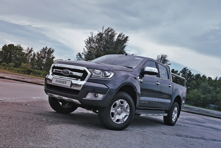 So the Ranger is the next best thing. It is indeed a cool looking truck. In stock form, it already has the makings of a mean machine. Although bigger wheels and a wide fender kit will take that up a notch pretty nicely, much like the Raptor variant.