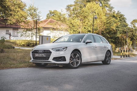 The car we have here today is no RS model though. In fact, it's the base model engine spec available for the A4 Avant. This 2.0-litre turbocharged estate pushes out a decent 148 hp and 270 Nm of torque and is the only model available for the A4 Avant.