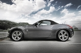 As compared to its predecessor the 350Z with its bullfrog stance, the 370Z Fairlady sports a tauter and curvier body design giving it a very seductive exterior. Akin to Monica Belluci with a well toned body figure after going through a fitness regime, but that's just a allegory for the 370Z coupe. For the roadster, the description takes it a notch further, making your mental imagery a little more vivid, think Monica Belluci topless... That's how sexy this car is.
