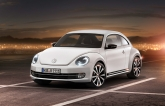 Let us start with the design. Volkswagen claims that its Group Design Chief, Walter de Silva and Volkswagen Brand Design Chief, Klaus Bischoff had designed the new beetle around the lines of the original 1930s Beetle. As a result, the rear section of the new car is almost identical to the original, but with bolder lines with added dynamism.