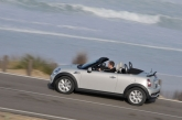 The Roadster's classical soft-top roof, which can be opened and closed quickly and easily, ensures open-air driving pleasure is there to be lapped up at every opportunity. When it comes to optimizing occupant protection the Roadster is fitted with a pair of roll-over bars behind the seats.