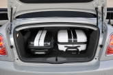 And whether the roof is open or closed, the driver and passenger have a 240-litre load compartment at their disposal. The wide through-loading facility into the passenger compartment provides an additional dose of practicality.