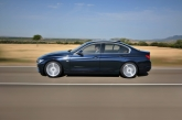 BMW is the first carmaker to offer an eight-speed automatic gearbox in the premium mid-size segment. It links up with the Auto Start-Stop function that comes as standard. Compact and exceptionally efficient, it allows the new BMW 3 Series to match or outperform models fitted with the six-speed manual gearbox in terms of both fuel economy and emissions. The new eight-speed automatic brings together shift comfort, dynamic performance and efficiency of the highest order, making it the perfect partner for the new sedans dynamic potential.