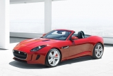 Differing exhaust and tailpipe designs distinguish the V6 and V8 variants of the F-Type. The V6 models feature twin center outlets in a nod to the classic Jaguar E-Type introduced in 1961.