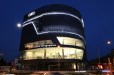 Firmly committed to the local market, the Audi Centre Singapore is a key building block in taking Audi's position in Singapore to the next level. The brand with the four rings will up the ante in terms of service, offering the most premium experience at all levels – from the moment the Audi customer/owner steps into the showroom to the aftersales experience – both at the Audi Centre, as well as the Audi Customer Service Centre on Ubi Road.