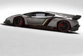 Only 3 Venenos will be made, and to add to that exclusivity, each one would be painted in the colours of the Italian Flag. That's not all. Lamborghini has tried their very best to design a road going Le Mans racer.