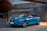 The V40 was unveiled last year as an in-between successor of both the S40 and V50, but for some reason we only received the jacked-up Cross Country version. Now though, local dealer Wearnes Automotive has followed up on its success and launched the V40 R-Design, a lowered, sportier version of the car.