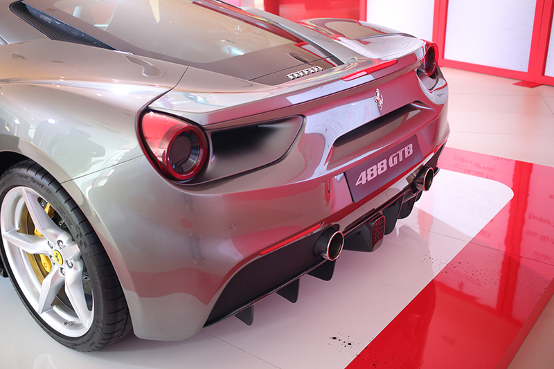 Ferrari 488 GTB revving